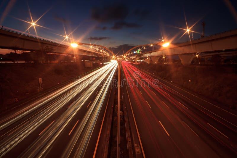 Абстрактный автомобиль в trajecto тоннеля стоковое изображение rf