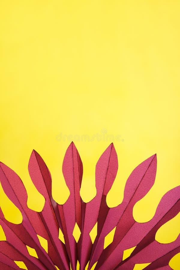 абстрактный желтый цвет бумаги предпосылки пурпуровый стоковое изображение