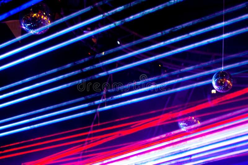 Абстрактный лазерный луч на черной предпосылке Шоу диско лазера стоковое изображение rf