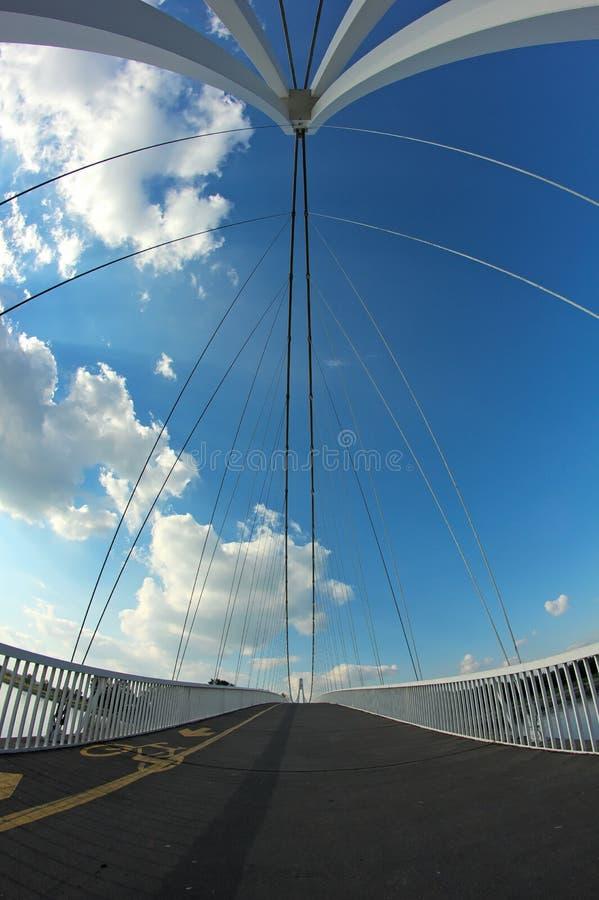 Download абстрактный мост стоковое изображение. изображение насчитывающей река - 40580253