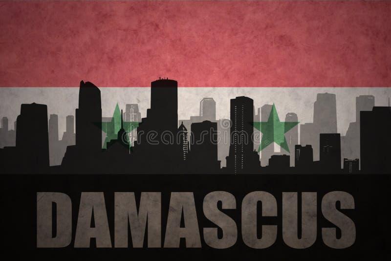 Абстрактный силуэт города с текстом Дамаском на винтажном сирийском флаге стоковые изображения