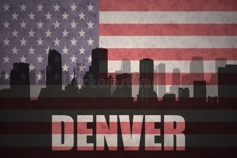 Абстрактный силуэт города с текстом Денвером на винтажном американском флаге иллюстрация штока