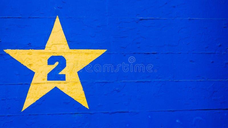 Абстрактный фон красочной стены со звездой и номером два стоковые изображения rf