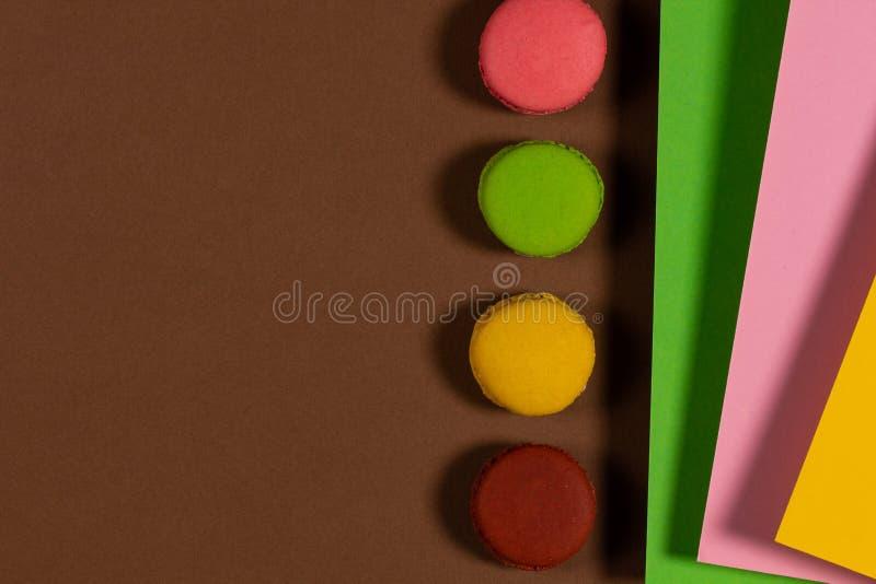 Абстрактный фон с вкусным, свежим красочные торты стоковое изображение rf