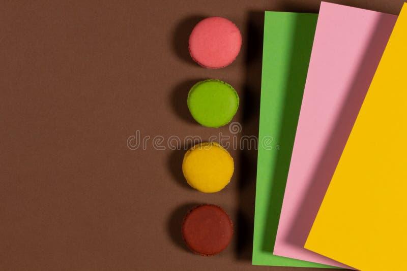 Абстрактный фон с вкусным, свежим красочные торты стоковые изображения