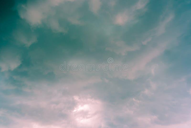 Абстрактный цвет неба вполне, облака с предпосылкой стоковое изображение rf