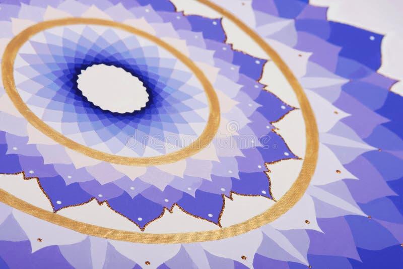 Абстрактным покрашенная пурпуром мандала изображения  бесплатная иллюстрация