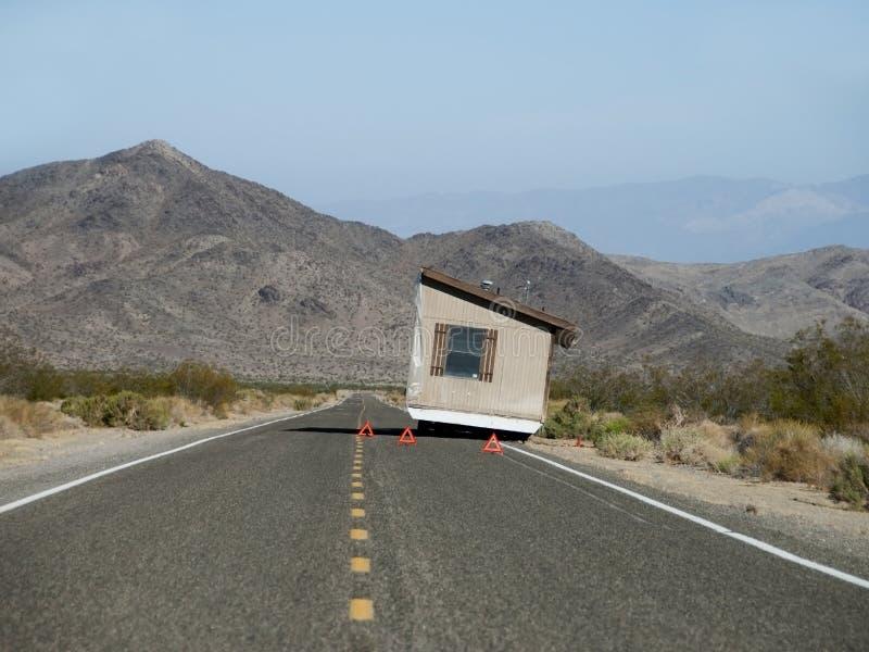 Авария на дороге - Moving дом на колесах стоковые изображения rf