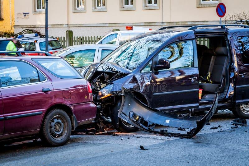 Авария на пересекая улице стоковая фотография rf