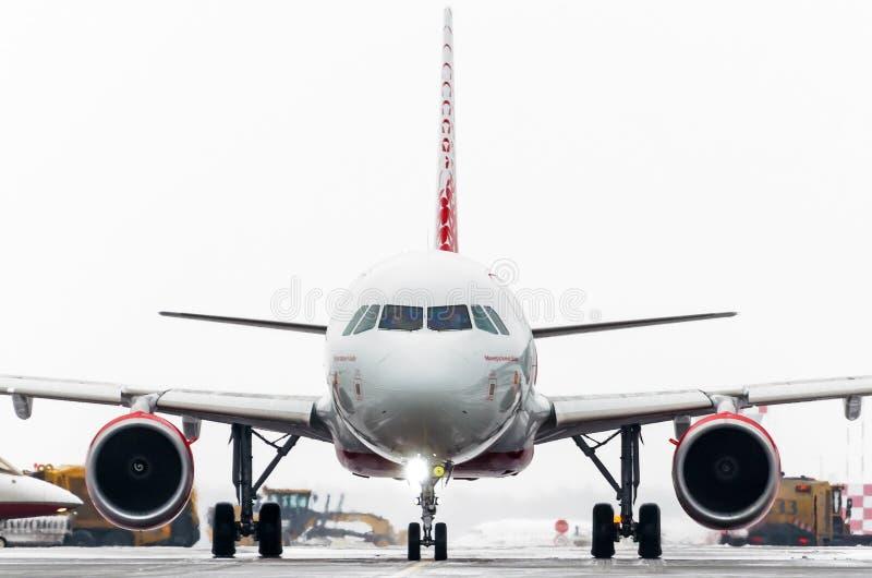 Авиакомпании аэробуса a319 Rossiya, авиапорт Pulkovo, Россия Санкт-Петербург январь 2017 стоковые изображения rf
