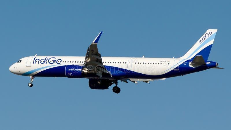 Авиакомпании индиго VP-IUB, аэробус A321-200NEO стоковое фото rf