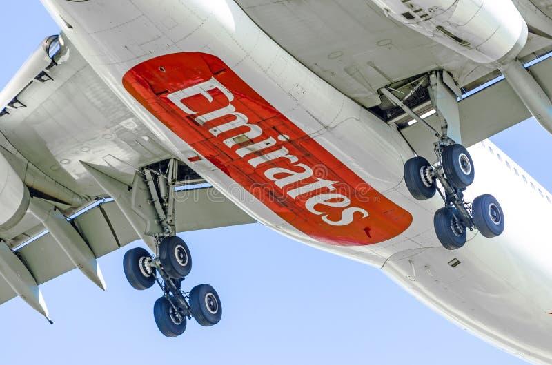 Авиакомпании эмиратов аэробуса a330, авиапорт Pulkovo, Россия Санкт-Петербург июнь 2015 стоковое изображение rf
