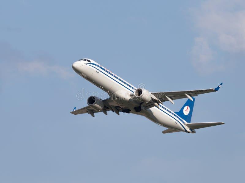 Авиакомпании Embraer ERJ-195LR воздушных судн (190-200LR) Belavia стоковые изображения