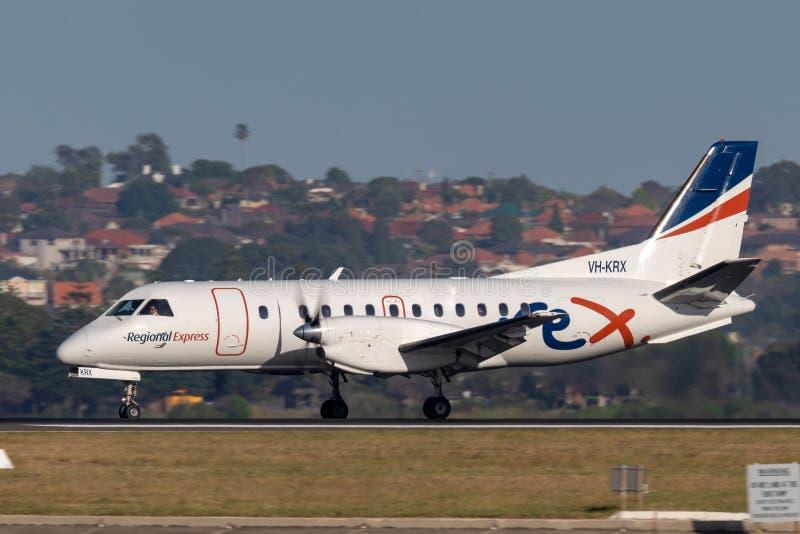 Авиакомпании Saab REX региональные срочные 340 двойных engined региональных воздушных судн регулярного пассажира пригородных поез стоковые фото