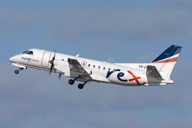 Авиакомпании Saab REX региональные срочные 340 двойных engined региональных воздушных судн регулярного пассажира пригородных поез стоковое фото