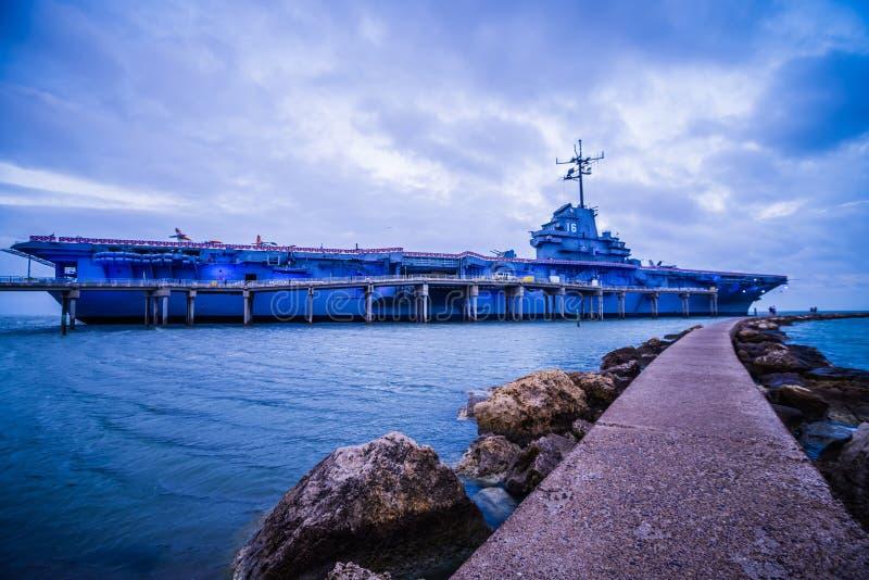 Авианосец USS Lexington состыкованный в Корпус Кристи стоковые изображения