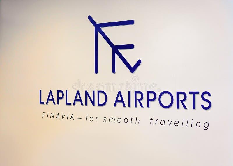 Авиапорты Лапландии подписывают на стене на авиапорте Rovaniemi в зиме стоковое фото