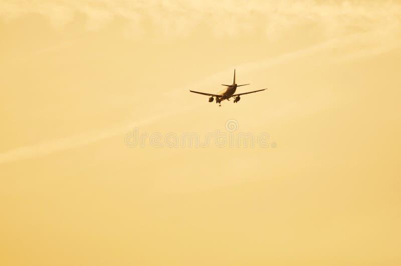 Авиапорт авиалайнера причаливая для приземляться стоковые изображения