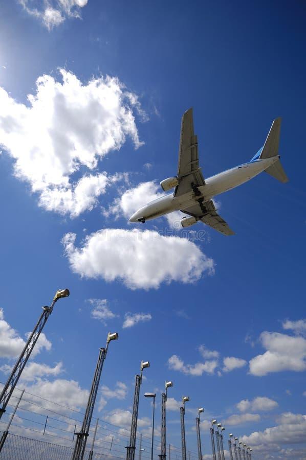 авиапорт около плоскости стоковое изображение