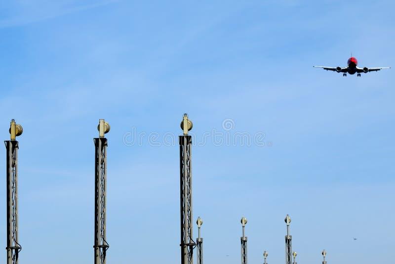 авиапорт около плоскости стоковые фотографии rf