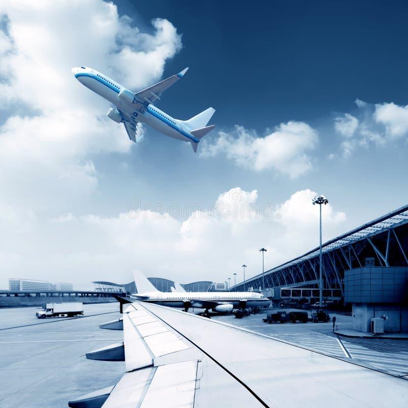 Download Авиапорт стоковое фото. изображение насчитывающей авиакомпании - 37930108