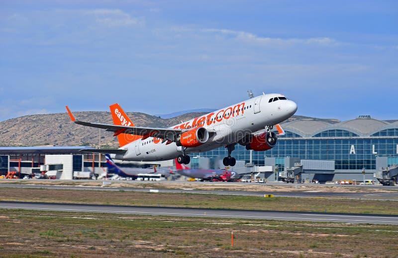 Авиапорт Easyjet Аликанте стоковые фотографии rf