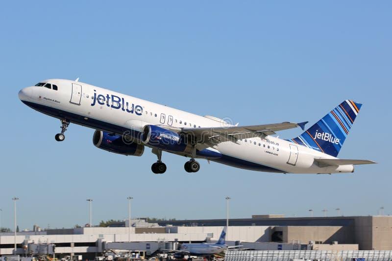 Авиапорт Fort Lauderdale самолета аэробуса A320 Jetblue стоковые изображения