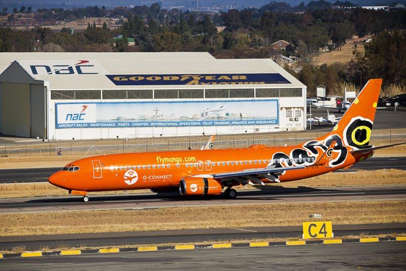 Авиапорт Lanseria - SAA - манго - Боинг 737-8BG стоковое фото