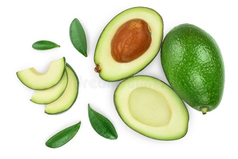Авокадо и куски украшенные с зелеными листьями изолированными на белой предпосылке r r стоковые изображения
