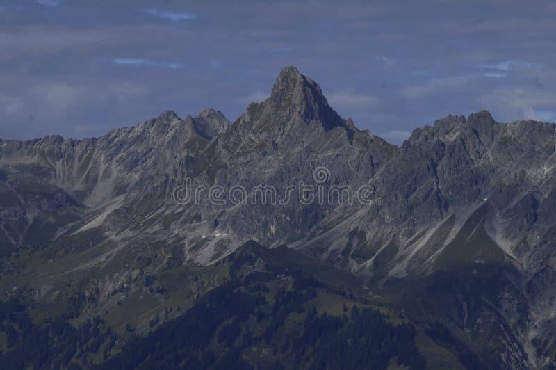 Австрийские горные вершины: Горная цепь вокруг Schruns в Montafon val стоковое изображение