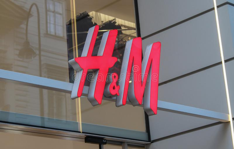 Австрия; Вена; 21-ое октября 2018; Signage HM на здании в Вене стоковое фото