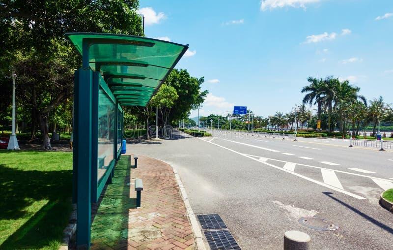 Автобусная остановка города стоковая фотография