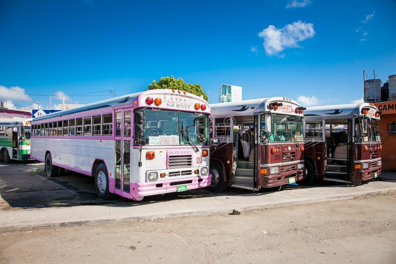 Автобусная остановка для Белиза в Chetumal Мексика стоковая фотография