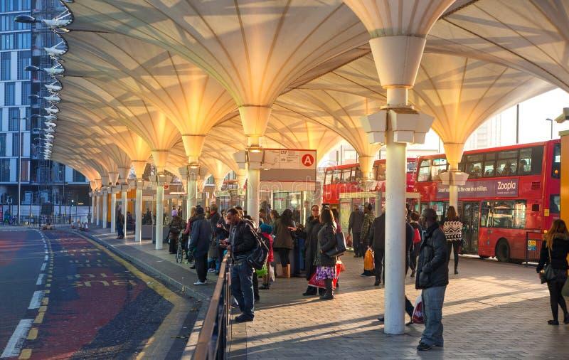 Автобусная станция Стратфорда международная, одно самой большой транспортной развязки Лондона и Великобритания стоковые изображения rf