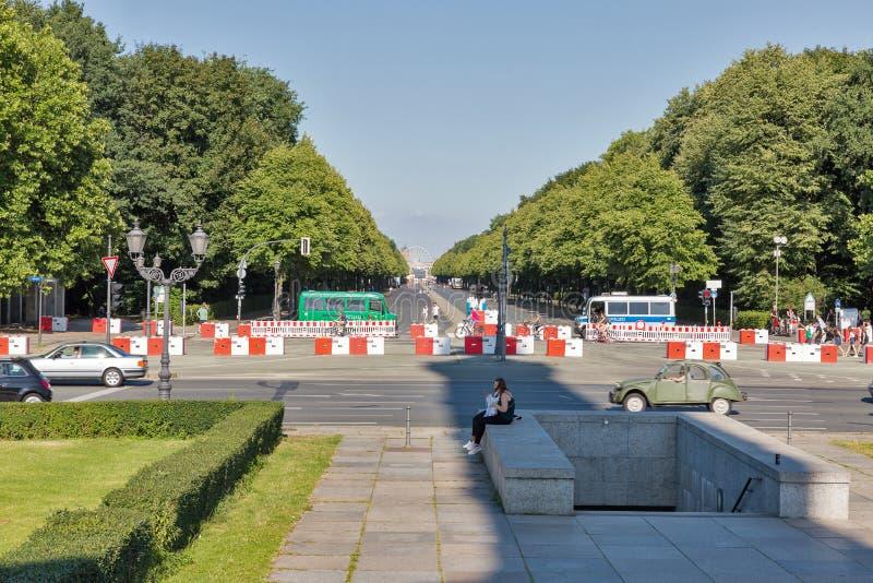 Автобусы полиции в парке Tiergarten berlin Германия стоковое фото rf