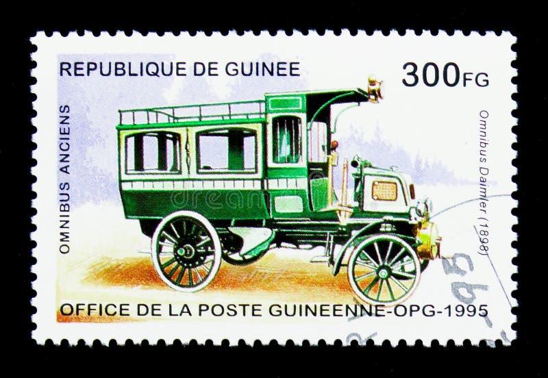 Автобус Daimler - 1898, историческое serie шин, около 1995 стоковые фотографии rf