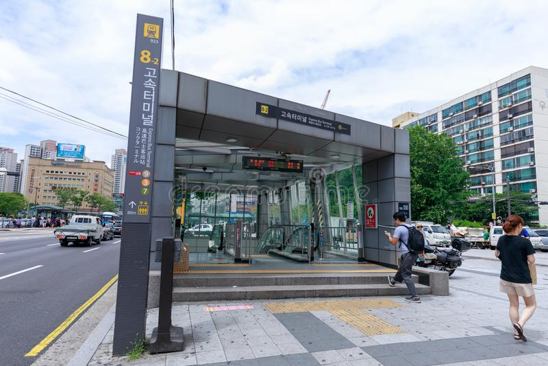 Автовокзал Сеула срочный, автобусная станция в городе Сеула стоковые фотографии rf
