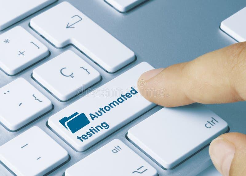Автоматизированное тестирование - Надпись на клавиатуре стоковое изображение