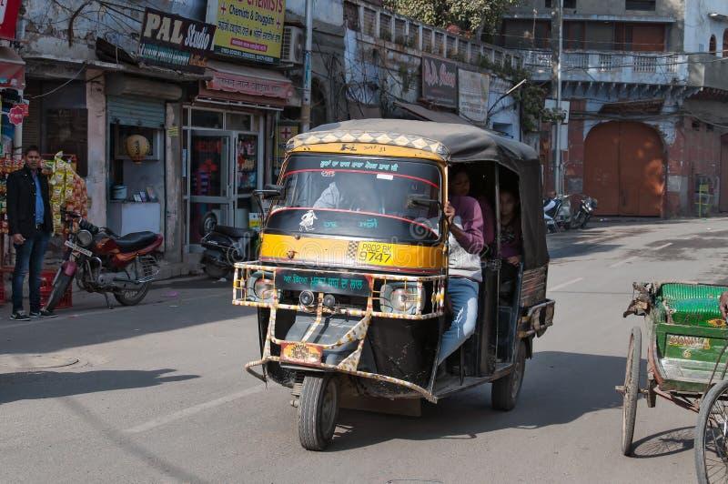 Автоматические рикша или tuk-tuk на улице стоковая фотография