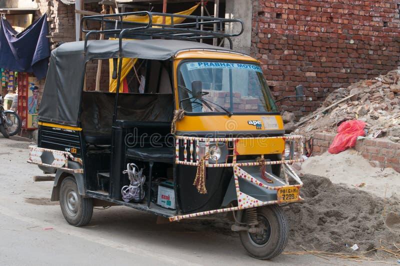 Автоматические рикша или tuk-tuk на улице стоковые фотографии rf
