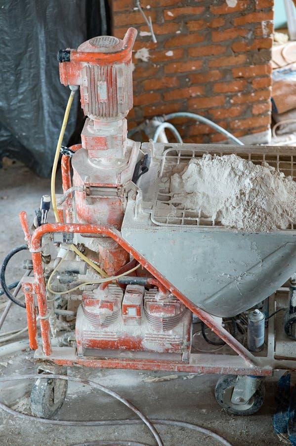 Автоматический брызг штукатуря машина для штукатурить огораживает efficie стоковое фото rf
