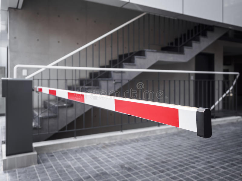 Автоматический доступ входа здания места для стоянки барьера строба стоковое изображение rf