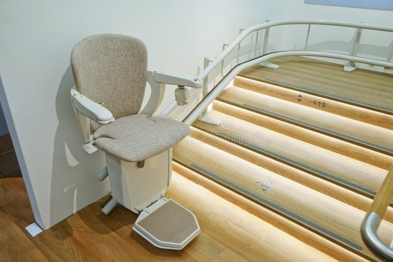 Автоматический подъем лестницы стоковая фотография