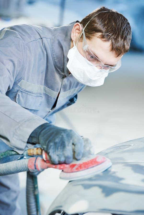 Автоматический ремонтник меля autobody bonnet стоковое изображение