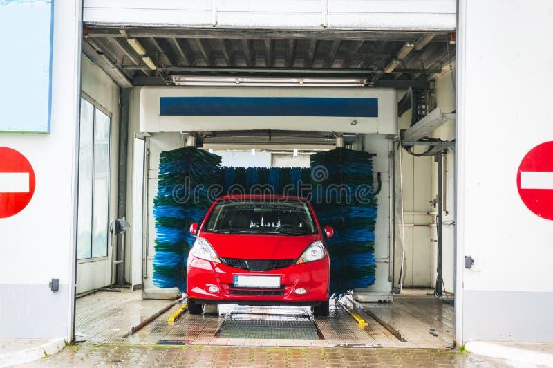 автоматическое мытье автомобиля стоковое изображение rf