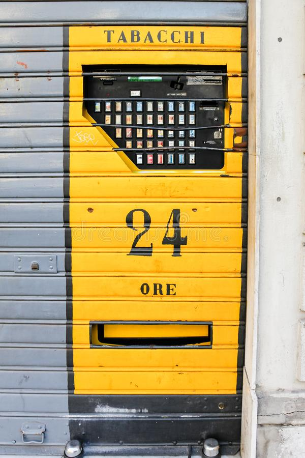 Автомат сигареты, Италия стоковые изображения