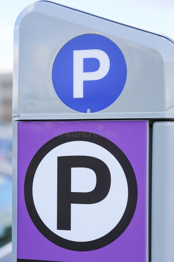 автомат штрафа за нарушение правил стоянки на улице стоковые изображения rf