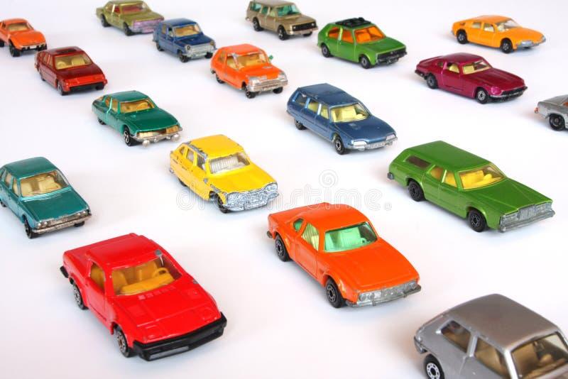 автомобили выровнянные вверх стоковое фото