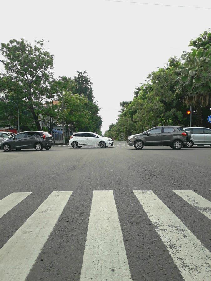 Автомобили в перекрестках стоковая фотография