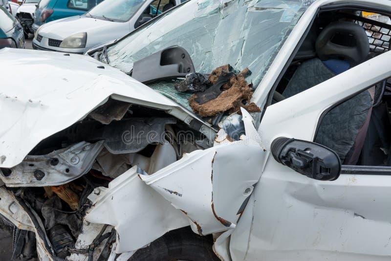 Автомобили в junkyard, после аварии стоковые изображения rf